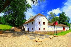 Ubytování v historickém funkčním mlýně na jižní Moravě s polopenzí...