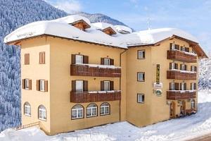 Italské Alpy: Hotel Milano Vermiglio *** s domácí polopenzí a přímo u skibusu...
