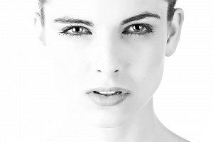 HIFUtherapy obličeje a krku včetně diamantové mikrodermabraze...