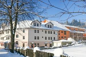 Oravské Beskydy u ski areálu ve Wellness Hotelu Tyrapol s polopenzí a wellness...