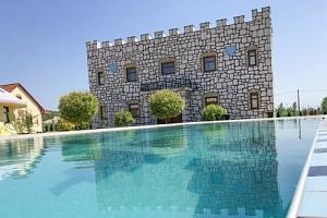 Maďarsko v Demjén Pyramide Thermal Bath and Holiday Village s termálními bazény...