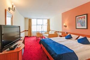 Maďarsko luxusně v Hotelu Mediterran **** se snídaní, saunou a vířivkou...