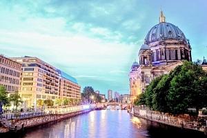 Berlín přímo v centru v hotelu A&O Berlin Mitte se snídaní + 2 děti zdarma...