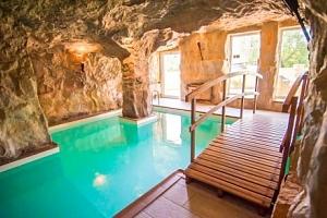 Kysucké Beskydy: Hotel Husárik **** s polopenzí a neomezeným jeskynním bazénem...