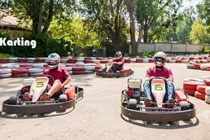 10min. adrenalinová jízda na motokárách v Plzni...