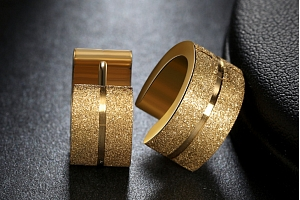 Kruhové pískované náušnice z chirurgické oceli- 2 barvy SE000057 Barva: Zlatá...