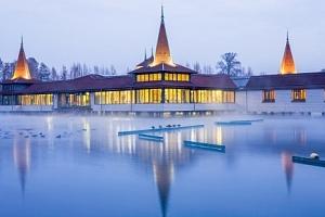 Hévíz v Blue Villa Apartmans jen 500 m od jezera s neomezeným wellness, polopenzí a slevami
