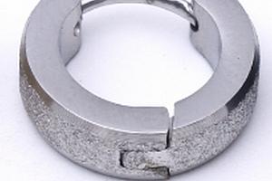 Malé kulaté náušnice z pískované chirugické oceli SE000080 Barva: Stříbrná...