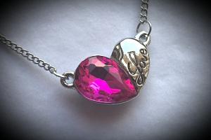 Náhrdelník double hearts s přívěskem srdce a nápisem Love PN000150 Barva: Růžová...