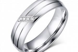 Dámský stříbrný prsten z chirurgické oceli s decentními zirkony SR000031 Velikost: 9...