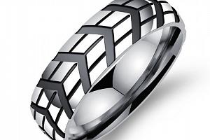 Prsten z leštěné chirurgické oceli Notch SR000025 Velikost: 10...