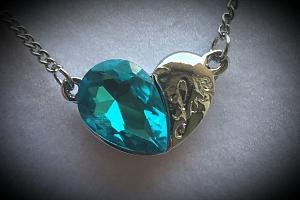 Náhrdelník double hearts s přívěskem srdce a nápisem Love PN000150 Barva: Tyrkysová