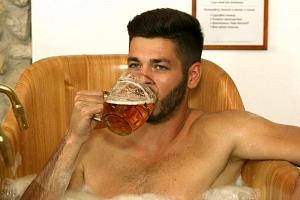 Pivní koupel s neomezenou konzumací piva Bernard...
