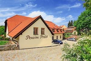 Český Krumlov v Penzionu Prelát se snídaní a slevou do muzea i restaurace...