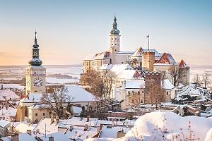 Jižní Morava: romantický Mikulov v hotelu s degustací a lahvemi unikátních vín a snídaní...