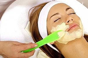 Kosmetické ošetření pleti v délce 60 minut. Čištění, peeling, úprava a barvení řas a mnoho dalšího....