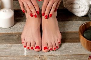50% sleva na úpravu nehtů na rukou i nohou + Shellac nebo Gel lak...