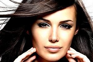 Intenzivní regenerace poškozených vlasů brazilským keratinem ve studiu Step....