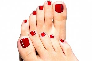 Modeláž nehtů na nohou gelem s lakováním. Krásně upravené nehty na nohou nemusíte mít jen v létě....