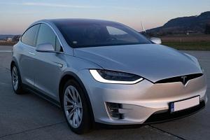 Jízda v elektromobilu Tesla X...