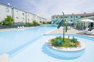 Lido Adriano jen 50 m od pláže v Long Beach Village s bazénem na 6 - 8 dní...