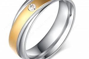 Stříbrnozlatý prsten z chirurgické oceli Twisted s zirkonem SR000119 Velikost: 10...