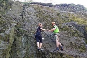 Kurz Via ferrata lezení s teorií na Slánské hoře - zažijte jedinečné odreagování a naučte se…...