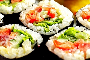 Sushi sety dle výběru - vege special, losos special, menu 32 ks nebo menu 40 ks sushi....