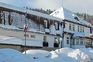 Wellness pobyt s polopenzí pro dvě osoby v Hotelu Prom *** v obklopení ski areálů....