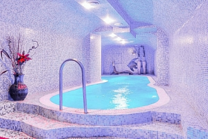Nitra luxusně v Hotelu Capital **** se snídaní, neomezeným wellness a masáží...