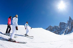 Dolomity v Hotelu Alpenrose *** se snídaní a wellness + lyžování v Passo Rolle...
