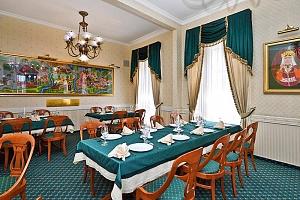 Lázeňský Eger v hotelu v historickém centru s neomezenou konzumací vína a s polopenzí + platnost do…...