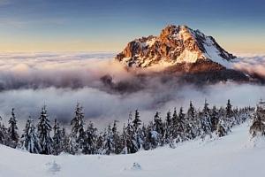 Malá Fatra u ski areálů v Chatě pod Rozsutcom s polopenzí a čajem o páté...
