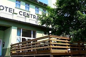 Jarní wellness na Šumavě pro dva. Solná a finská sauna, bazén, sluneční louka po celou dobu pobytu....