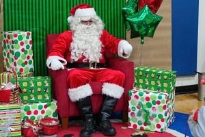 Santa do firmy - odměňte své zaměstnance a objednejte jim Santu nebo půvabnou modelku v santovském…...