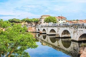 Itálie v Hotelu Playa *** v klidné části historického Rimini se snídaní...