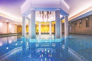 Bük: Caramell Premium Resort **** s neomezeným wellness o rozloze 2 000 m², klubem pro děti a…...