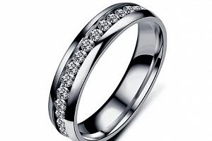 Prsten z leštěnné chirugické oceli se zirkony- stříbrný SR00001 Velikost: 11...