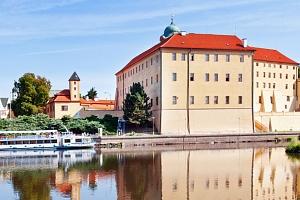 Hotel Junior*** v centru Poděbrad s polopenzí, termíny od července...