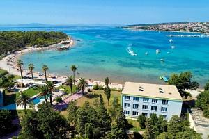 Chorvatsko v Liberty Hotelu *** u pláže s polopenzí, bazénem a exkurzemi...