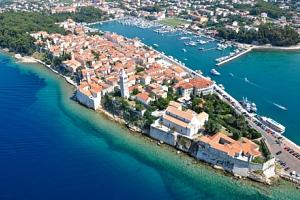 Chorvatsko v Hotelu International *** blízko pláže s plnou penzí a wellness...