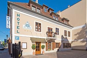 Lázně Győr v hotelu v centru města s celodenním vstupem do termálů a se snídaní...