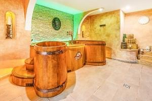 Beskydy v Hotelu Beskyd s wellness, polopenzí a 50% slevou na pivní koupel...