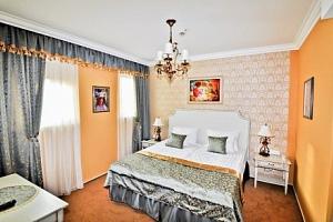 Maďarsko v Hotelu Villa Classica **** se vstupem do lázní, wellness + polopenze...