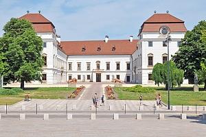 Maďarsko: 4* hotel se vstupem do termálů a polopenzí + neomezené wellness...