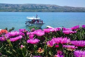 Dovolená v Chorvatsku na ostrově Pag v přímořském městečku Metajna s polopenzí...