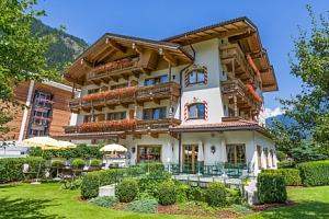 Rakouské Alpy v Hotelu Gutshof Zillertal **** s polopenzí a wellness s bazénem...