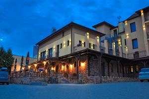 Slovácko: Pobyt ve Bzenci blízko zámku v Hotelu Lidový dům *** s polopenzí a ochutnávkou vín ve…...