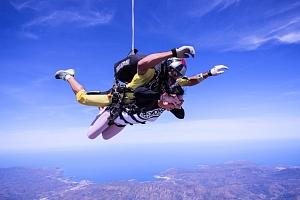 Tandemový seskok Vyškov z výšky 2500 m...