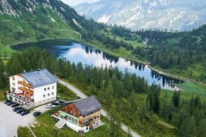 Rakouské Alpy v Hotelu Alpenrose *** Tauplitzalm s polopenzí, saunami a vláčkem...